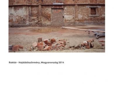 Alpern Bernadett Anna: Raktár - Hajdúböszörmény (részlet a Used Stones című sorozatból), 2014