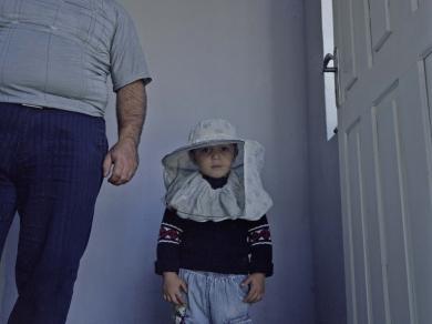 Bácsi Róbert László: Vank falu. Armen és a családja méhészettel foglalkozik. (részlet Az örmény Karabah című sorozatból)