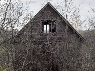 Balogh Viktória: Ház, részlet A szivárvány lábánál című sorozatból
