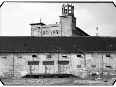 Hajdú József: Sörgyár, (részlet az Ipari táj című sorozatból), 1993.