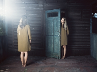 Illés Katalin: részlet a KOLLEKCIÓ - női személyes rejtélyes wunderkammer című sorozatból, 2014.